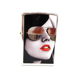 Mechero Zippo mujer con gafas de espejo